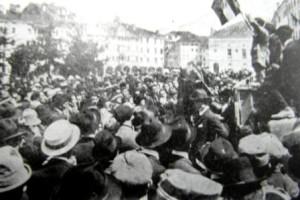 17- Otto maggio 1921, comizio fascista in piazza compresso